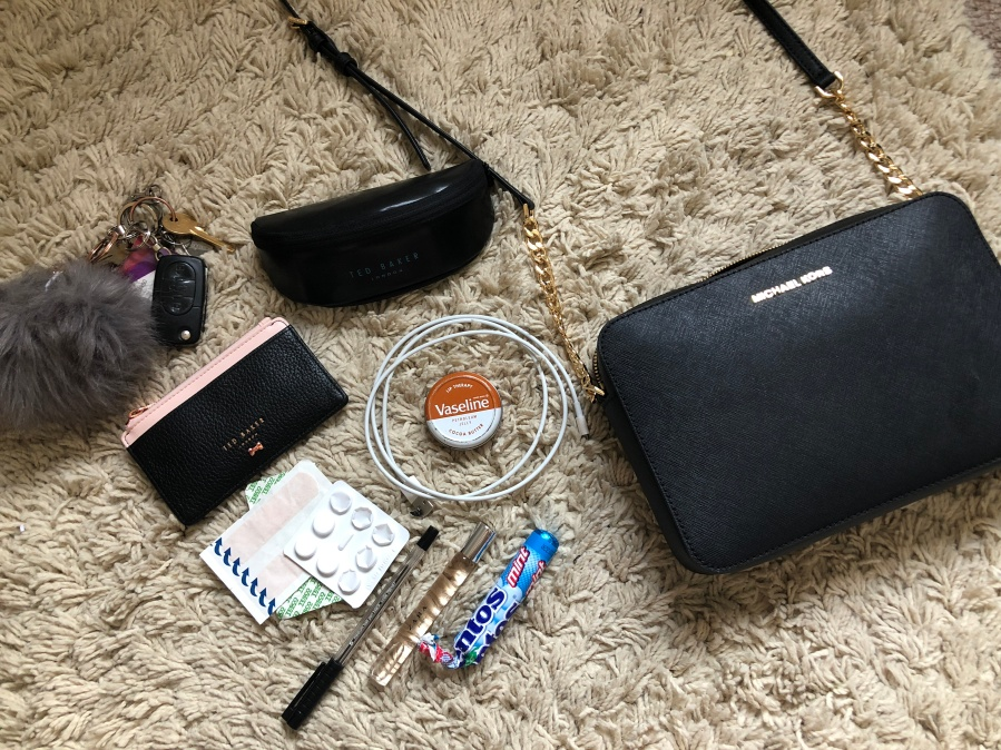 f006859bbca9 Therefore, I thought I would share with you what I carry around in my bag  day-to-day. I hope you enjoy! Also check out my youtube channel  Hannahxoxoblog